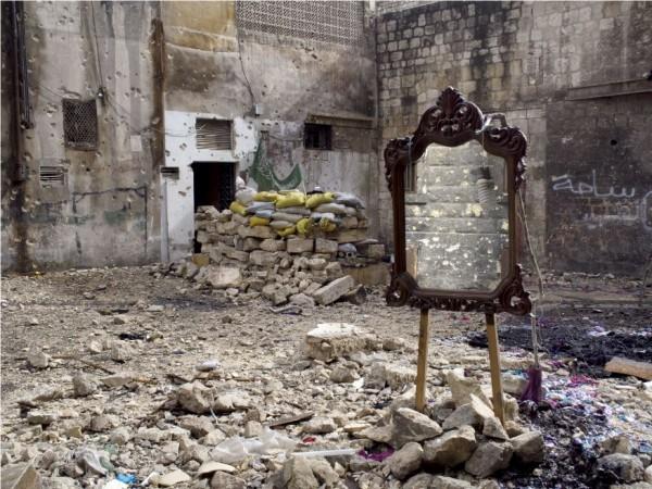 photographie, couleurs, guerre, syrie, bâtiment détruit, miroir