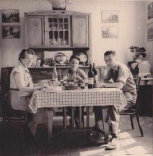 © anonyme, scène de repas issue d'un album de famille